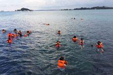 Pelesir di Pulau Lengkuas, Makan Siput Gonggong hingga Mandi Ikan