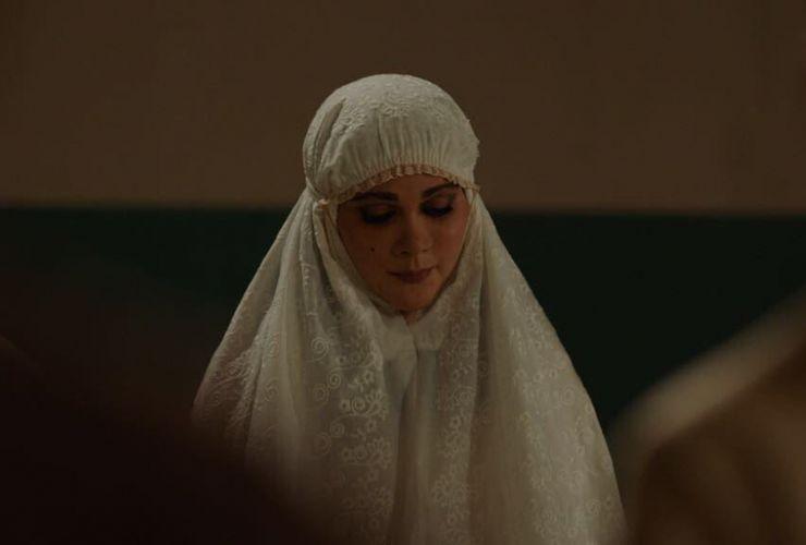 Suzzanna: Bernafas dalam Kubur Rilis Foto Pemeran, Benarkah Dia Luna Maya?