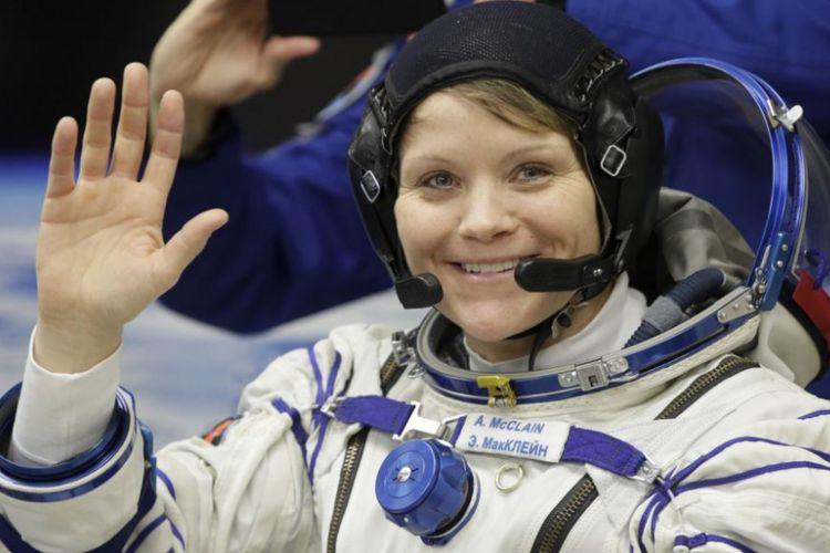 Astronot perempuan Anne McClain yang menjadi pemimpin dalam penerbangan ke luar angkasa pertama  NASA yang hanya diikuti 2 astronot wanita.
