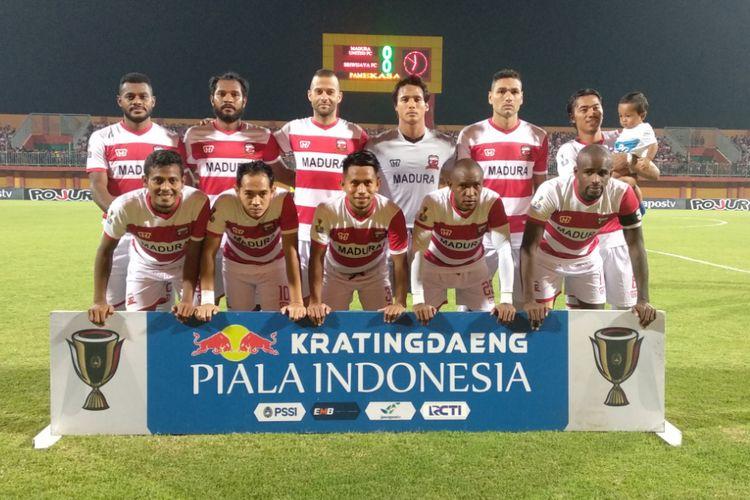 Tim Madura United di babak 16 besar Piala Indonesia saat menghadapi Sriwijaya FC di Stadion Gelora Ratu Pamelingan.