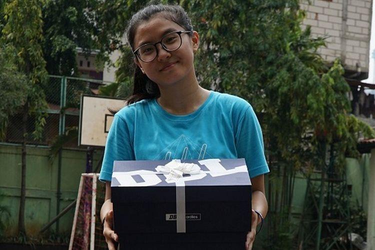 Kecintaan Carmela Andrena pada basket pelan tapi pasti berbuah manis.  Saat usianya 13 tahun, atau empat tahun silam dari sekarang, Carmela mendapat beasiswa bersama klub Pandawa.