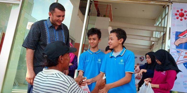 Pelaksanaan pembagian hewan kurban di lingkungan Sekolah Kharisma Bangsa menyambut Idul Adha 2019, Tangerang Selatan (11/8/2019).