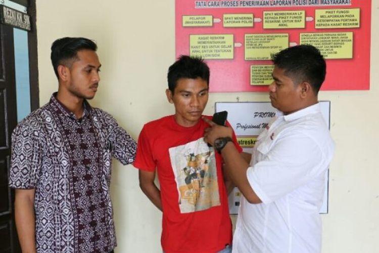 Polisi memperlihatkan Cek Gu, tahanan yang kabur dari Rutan Lhoksukon, di Mapolres Aceh Utara, Jumat (12/1/2018)