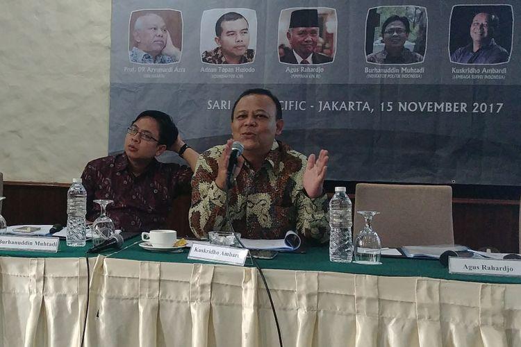 Direktur Eksekutif LSI Kuskridho Ambardi saat merilis hasil surveinya di Jakarta, Rabu (15/11/2017).