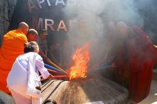 Melihat Prosesi Pengambilan Api Suci Waisak di Wisata Api Abadi Wrapen