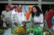 Relawan Solo Rayakan Ultah Ke-67 Prabowo dengan Potong Tumpeng