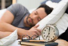 Bangun Sebelum Alarm Berbunyi, Mengapa Hal Ini Terjadi?