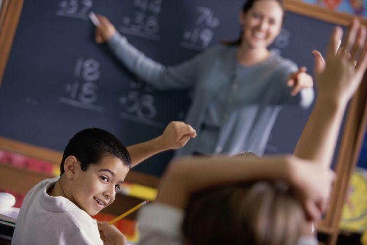 Ilustrasi anak-anak belajar di kelas