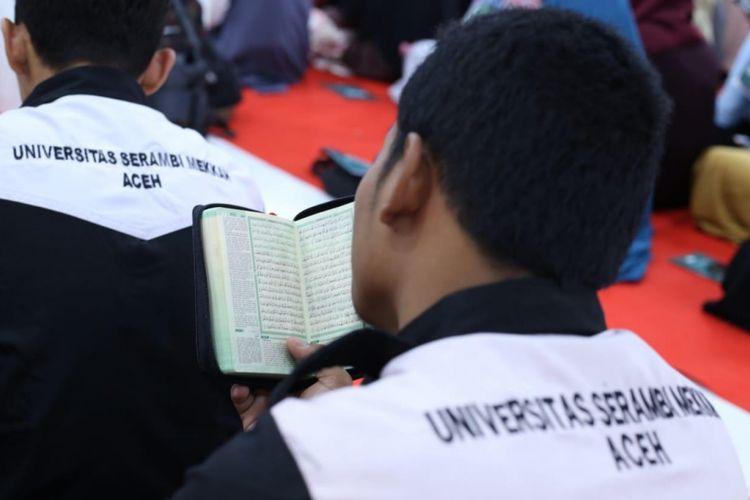 Kegiatan membaca Al Quran sampai khatam di Universitas Serambi Mekkah, Banda Aceh, dalam rangka Kirab Pemuda 2018.