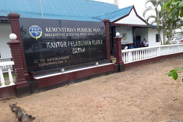 Suasana Kantor Pelabuhan Klas I Batam. Subdit Tipikor Direktorat Kriminal Khusus (Ditreskrimsus) Polda Kepri akhirnya menetapkan Kepala Syahbandar Pos Pelabuhan CPO Kabil Batam sebagai tersangka, Senin (16/4/2018).