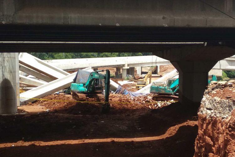 Jalan layang Tol Depok-Antasari roboh, Selasa (2/1/2018).