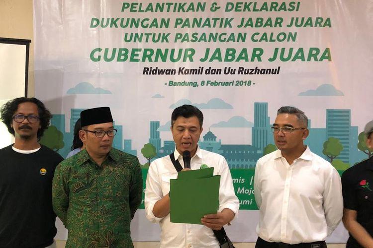 Pendiri sekaligus pembina Komunitas Panatik Jabar Mohamad Farhan bersama Ketua Viking Persib Fans Club Heru Joko mendeklarasikan dukungan kepada pasangan Ridwan Kamil dan Uu Ruzhanul Ulum (Rindu) di Pilkada Jawa Barat 2018.