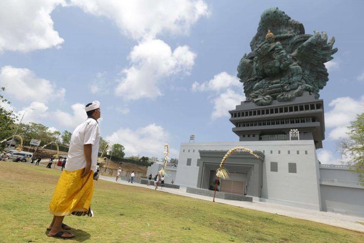 Suasana dekat Patung Garuda Wisnu Kencana (GWK) di GWK Cultural Park 09e4e0e546