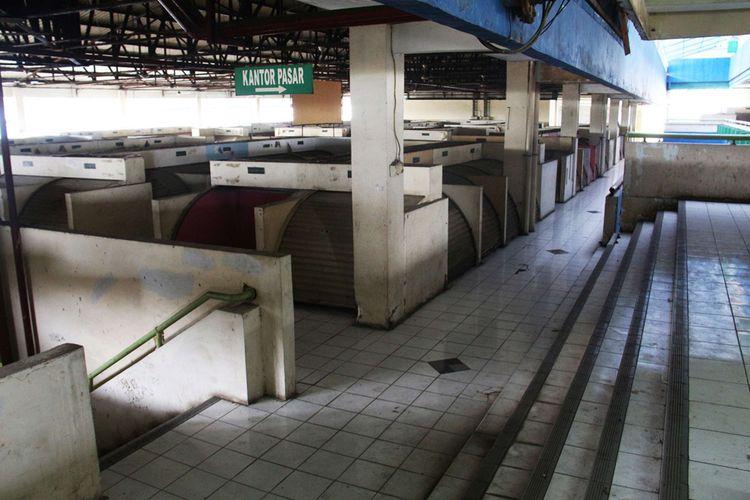 Suasana kios pedagang di Blok G, Pasar Tanah Abang, Jakarta, Jumat (05/01/2018). PD Pasar Jaya akan merevitalisasi Blok G Pasar Tanah Abang. Bangunan yang berdiri saat ini dinilai tidak layak sehingga akan dirobohkan dan dibangun ulang.