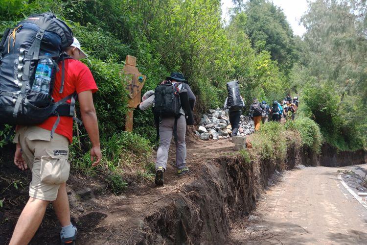 Suasana awal pendakian Gunung Semeru, Sabtu (7/4/2018).