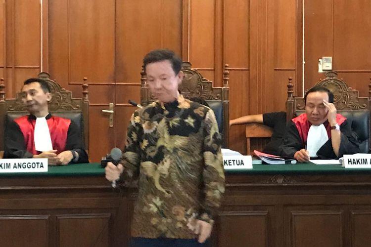 Bos PT Siantar Top Tbk, Asui, saat menjadi saksi dalam sidang kasus investasi Pasar Turi di PN Surabaya, Senin (8/10/2018)