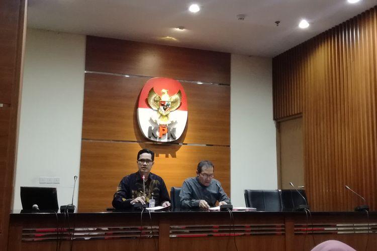 Juru Bicara KPK Febri Diansyah dan Wakil Ketua KPK Saut Situmorang