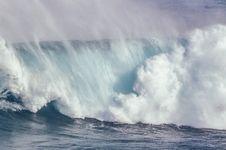 Rahasia Alam Semesta: Bagaimana Ombak Bisa Tercipta di Lautan?