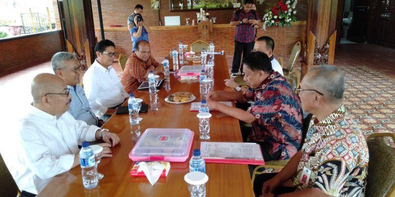 Dalam pertemuan tersebut, hadir pula Sekretaris Jenderal KKP Nilanto Perbowo dan Direktur Jenderal Perikanan Tangkap KKP Zulficar Mochtar