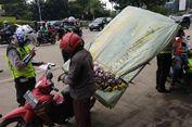 Angkut Barang Pakai Sepeda Motor, Enggak Boleh Sembarangan