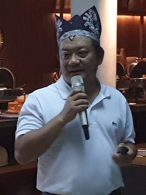 Direktur Keuangan XL Axiata, Mohamed Adlan bin Ahmad Tajuddin dalam acara jumpa media di Banyuwangi, Kamis (4/4/2019).