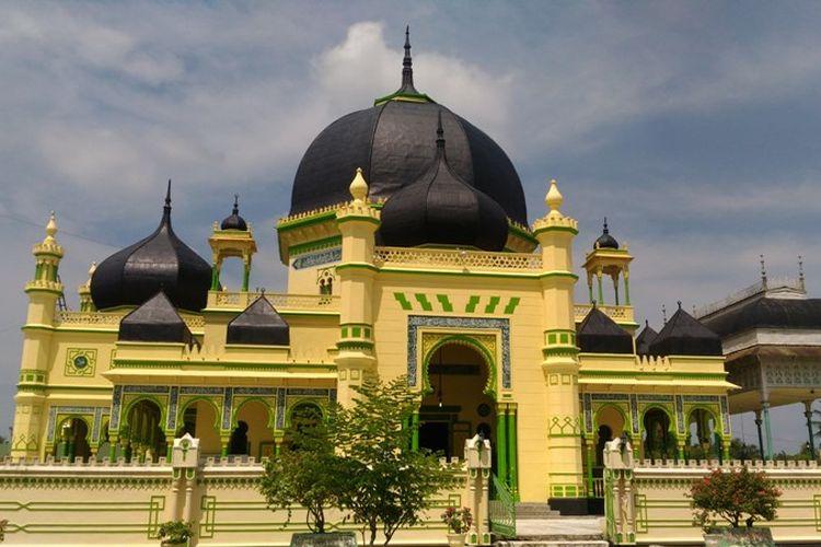 Menikmati Perpaduan Arsitektur Turki-Arab Masjid Azizi di Langkat