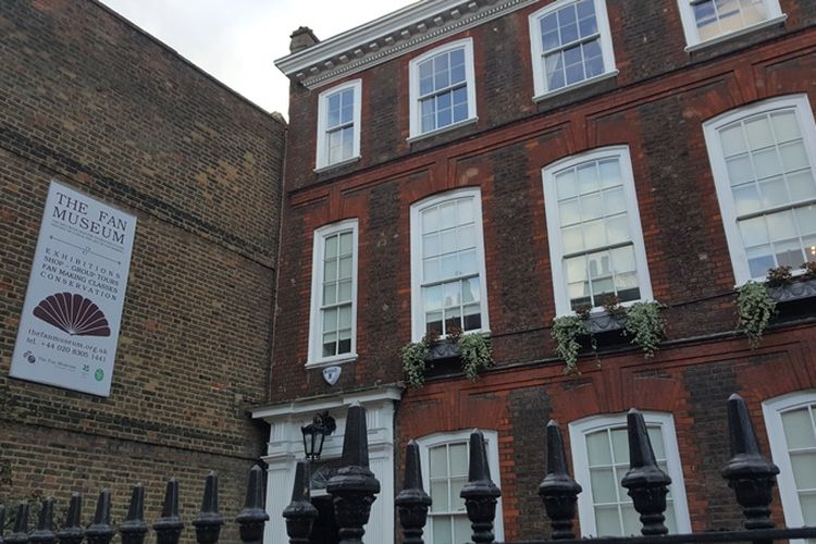 The Fan Museum di Greenwich, London, memiliki sekitar 4.000 koleksi kipas dari berbagai era dan kawasan.