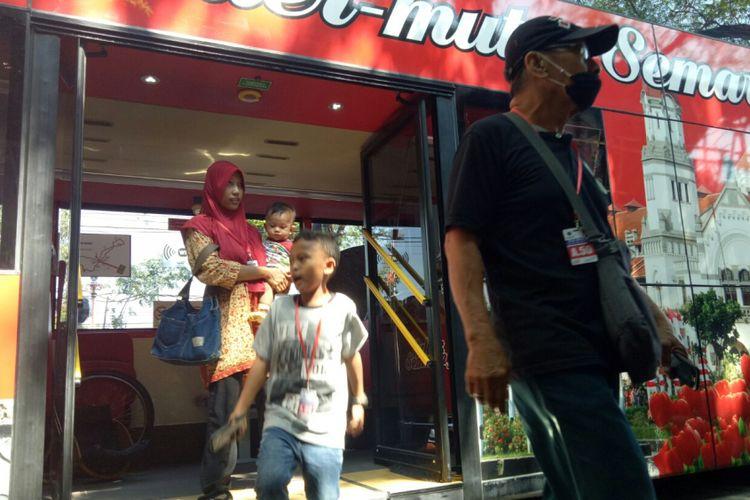 Wisatawan yang mengikuti trip bus tingkat wisata keliling Semarang ini dari berbagai kalanagan, pada Jumat (6/9/2017) banyak wisatawan yang berangkat bersama keluarga dan sanak saudaranya. Tersedianya fasilitas bagi disable dan manula menjadikan bus ini ramah untuk berbagai kalangan.