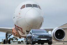Video Mobil Listrik Tesla Pecah Rekor Tarik Pesawat 130 Ton