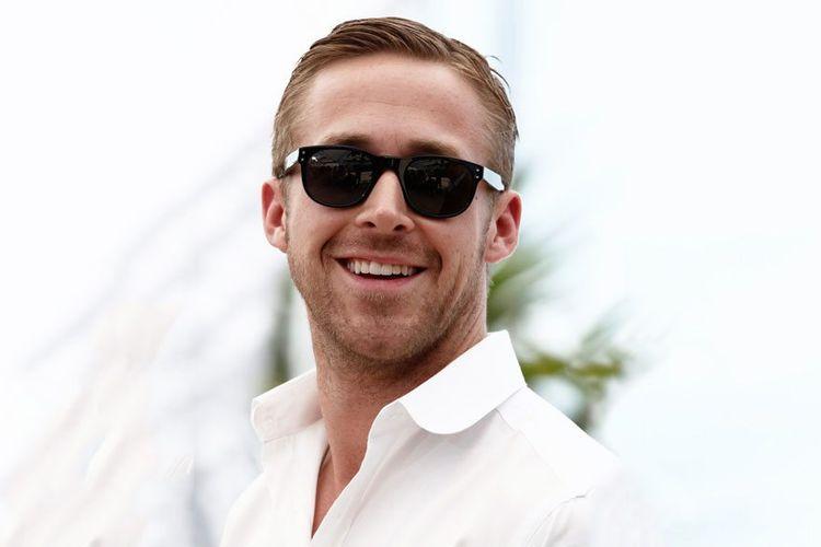Pemilik wajah ini sangat cocok memakai kacamata dengan bingkai tebal atau  lensa yang besar. Bentuk kacamata tersebut dapat menyeimbangkan ... 9521134525