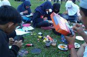 Serunya Ngabuburit di Alun-alun Purwokerto Sambil Menggambar dengan Media Barang Bekas