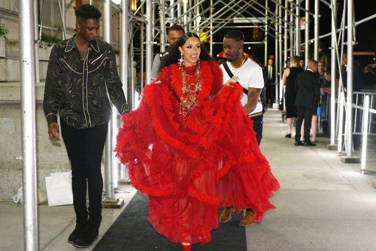 Rapper Cardi B tiba di pesta Harpers BAZAAR Celebrates ICONS By Carine Roitfeld di Plaza Hotel, New York City, Jumat (7/9/2018).