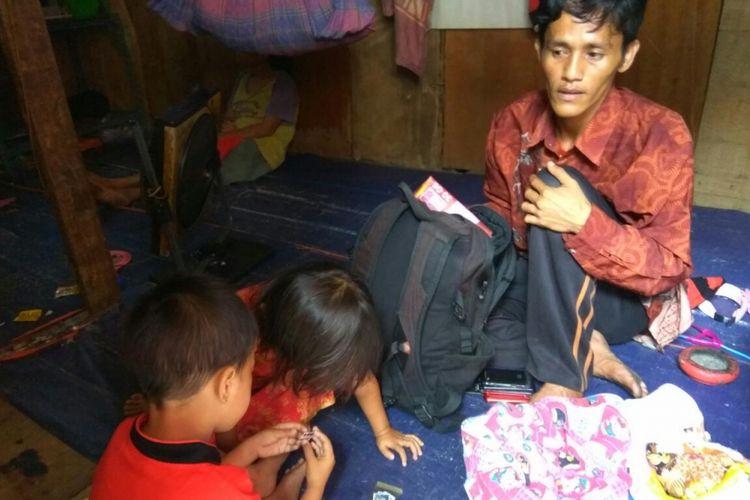 Andi Sudirman bersama kedua orang anaknya.