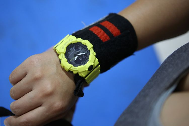 Jam tangan Casio G-Shock GBA-800, salah satu varian di jajaran Casio G-Squad yang dirancang dengan konektivitas Bluetooth hingga bisa dipakai untuk memantau jumlah langkah dan pembakaran kalori si pemakai.