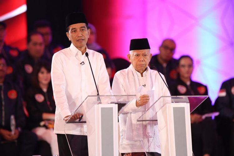 Pasangan Calon Presiden dan Wakil Presiden nomor urut 1, Joko Widodo dan Maruf Amin, menyampaikan visi misi  di debat pertama Pilpres 2019 di Hotel Bidakara, Jakarta, Kamis (17/1/2019).  Debat tersebut mengangkat tema Hukum, HAM, Korupsi, dan Terorisme.