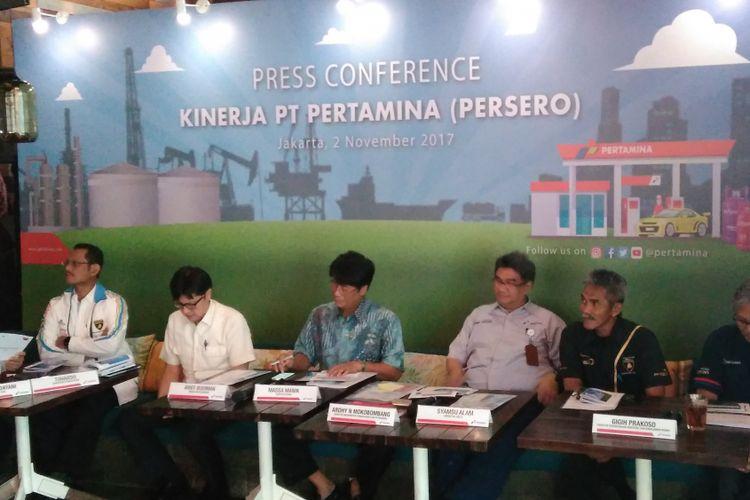 Konfrensi Pers Paparan Kinerja PT Pertamina (Persero) di SKYE Restaurant, Jakarta, Kamis (2/11/2017).