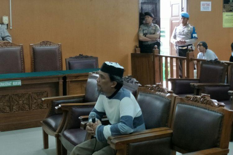 Penyerang markas Polda Sumatera Utara, Syawaluddin Pakpahan, saat bersaksi dalam persidangan kasus peledakan bom di Jalan MH Thamrin dengan terdakwa Aman Abdurrahman di Pengadilan Negeri Jakarta Selatan, Selasa (27/3/2018).