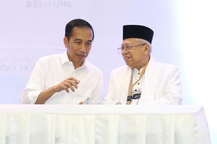 Pasangan calon presiden dan wakil presiden Joko Widodo (kiri) dan Maruf Amin dalam acara pengundian dan penetapan nomor urut pasangan calon presiden dan wakil presiden Pemilu 2019 di Komisi Pemilhan Umum, Jakarta, Jumat (21/9/2018). Pasangan ini mendapatkan nomor urut 01.