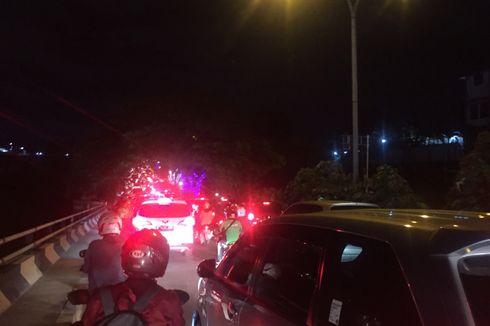 Kemacetan Panjang Terjadi di Jalan Ir H Juanda Depok pada Malam Hari