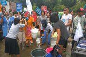Protes Swastanisasi Air, Ibu-ibu 'Mandi' di Depan Kantor Anies-Sandi