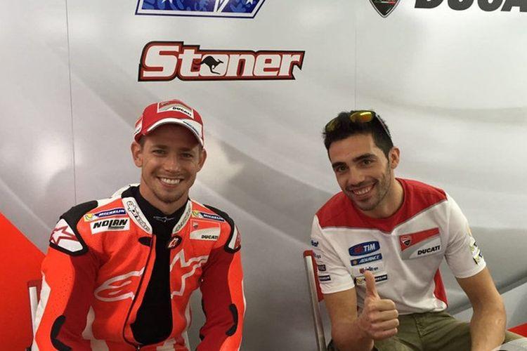 Dua pebalap penguji Ducati, Casey Stoner dan Michele Pirro.
