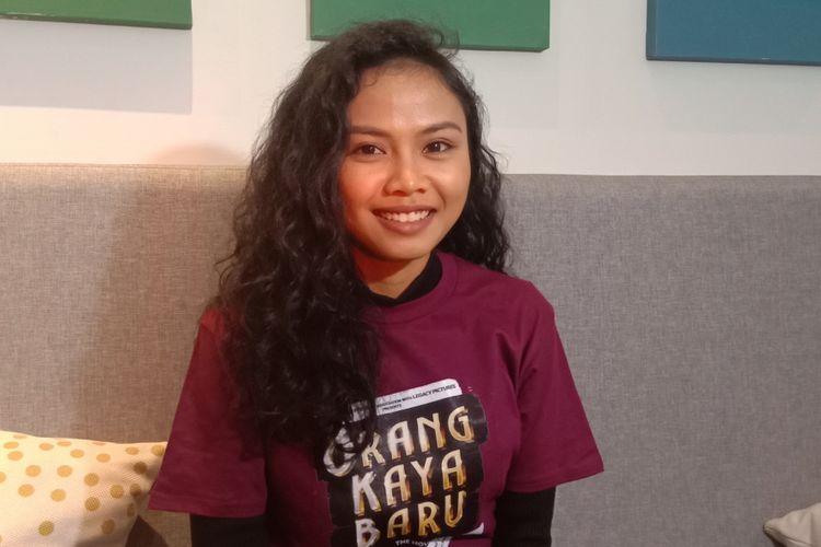 Dea Panendra berpose saat menghadiri jumpa pers film Orang Kaya Baru di Lewis & Carrol di Kebayoran Baru, Jakarta Selatan, Sabtu (12/1/2019).