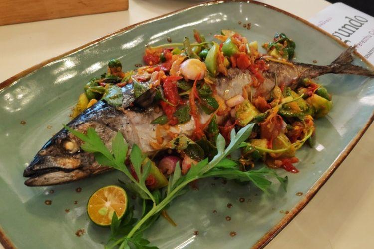 Sajian ikan bakar rica loco di Restoran Segundo.