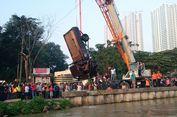 20 Jam Mencari Maman, Sopir yang Tenggelam Bersama Mobil Pikap di Kalimalang