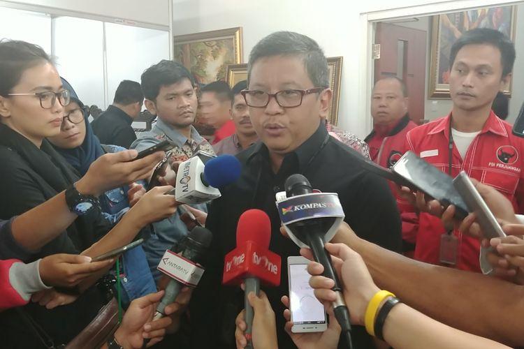 Sekjen DPP PDI-P Hasto Kristiyanto di Kantor DPP PDI-P, Diponegoro, Jakarta, Sabtu (30/9/2017).