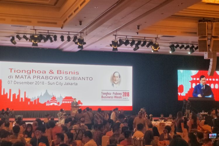 Calon presiden nomor urut 02 Prabowo Subianto menghadiri acara makan malam dan ramah tamah bersama para pengusaha Tionghoa di Super Ballroom Suncity, Gedung Lindeteves, Jalan Hayam Wuruk, Jakarta Barat, Jumat (7/12/2018) malam.