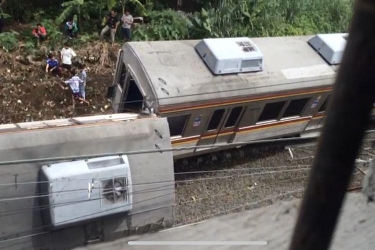 KRL tertimpa tiang listrik di antara Stasiun Cilebut dan Bogor