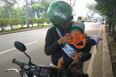 Perjuangan Ibu Kendarai Motor Sambil Gendong Bayi 9 Bulan untuk Urus KJP ke Kantor Wali Kota Jaksel