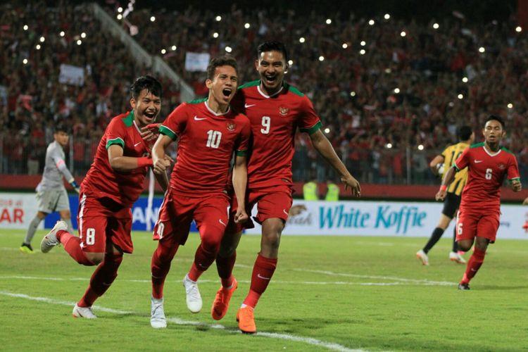 Egy Maulana Vikri merayakan gol timnas U-19 Indonesia ke gawang Malaysia pada semifinal Piala AFF U-19 di Sidoarjo, 12 Juli 2018.