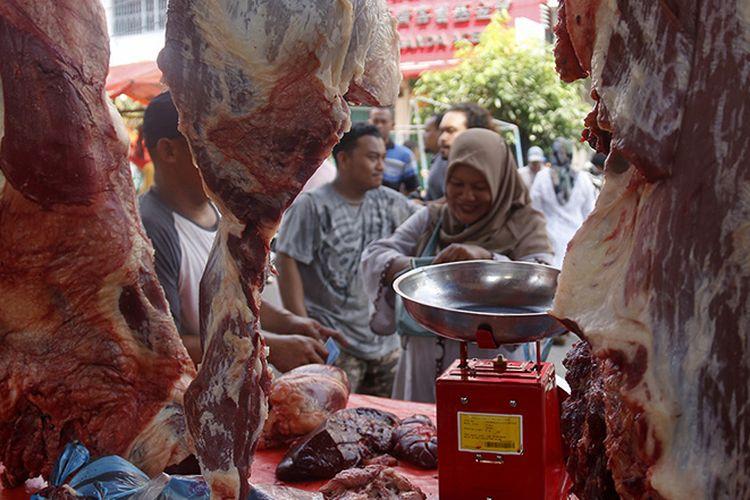 Harga daging sapi di Pasar Daging musiman Peunayong, Kota Banda Aceh naik menjadi Rp. 160 ribu perkilogramnya, kenaikan harga ini terjadi karena menyambut tradisi hari Meugang (hari makan daging), padahal harga daging biasanya hanya Rp 130 ribu perkilogramnya.
